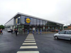 Protection solaire pour vitrage magasin Lidl