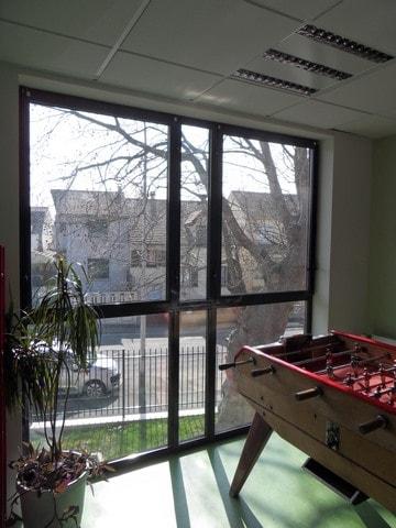 pose-film-solaire-fentre-vitrage-fondation-bellan-11-min