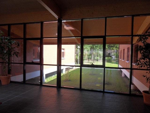 pose-film-solaire-fentre-vitrage-fondation-bellan-14-min