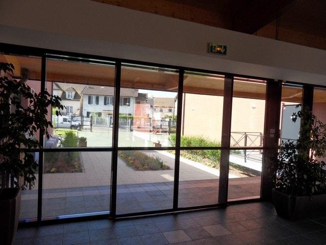pose-film-solaire-fentre-vitrage-fondation-bellan-15-min