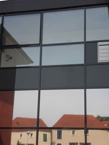 pose-film-solaire-fentre-vitrage-fondation-bellan-17-min