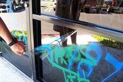 Film anti Graffiti et anti tag pour fenêtre vitre et vitrage
