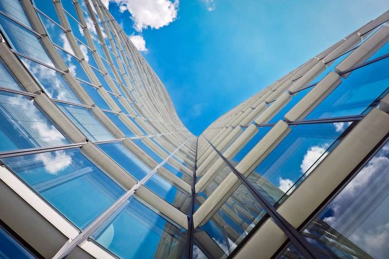 Le MIT invente un polymère pour fenêtre qui fait baisser la température de 9°C en été !