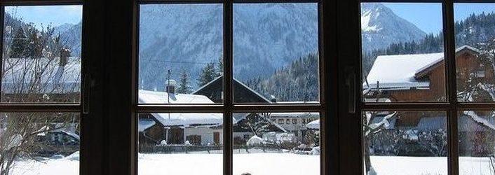 Isolation des fenêtres avec un film thermique anti déperditions